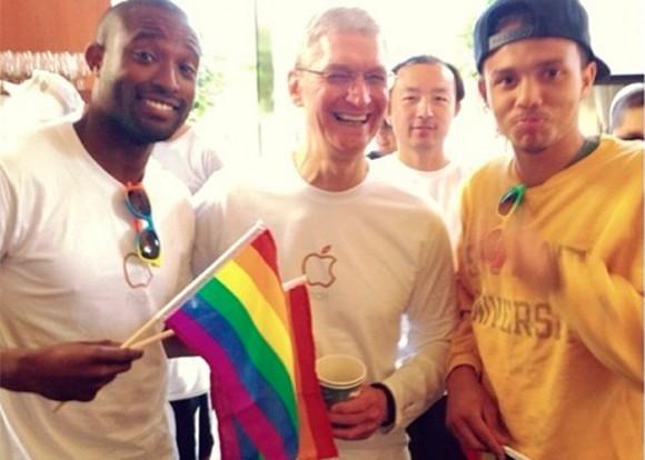 Tim Cook durante la celebración del Gay Parade en San Francisco Foto: archivo Theyknowbueno Instagram