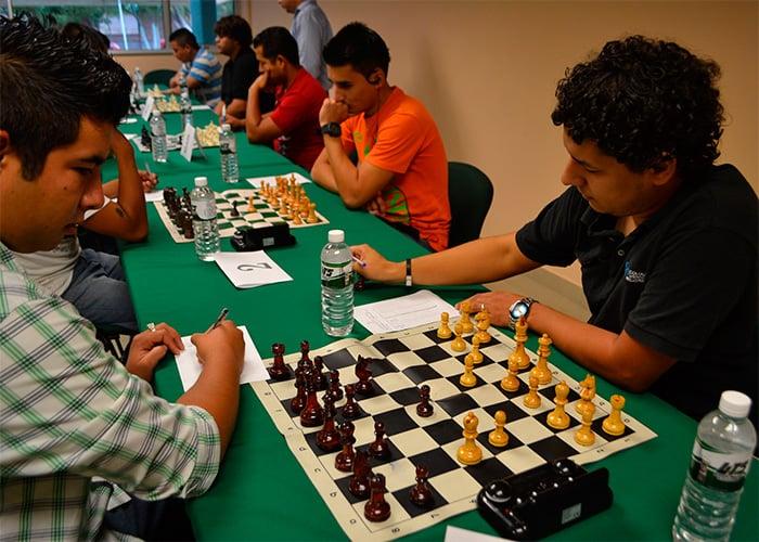 Resultado de imagen para jugar ajedrez