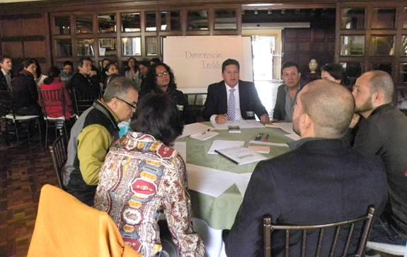 La gente trabajó en distintos grupos los temas sociales, económicos, ambientales, indígenas e institucionales