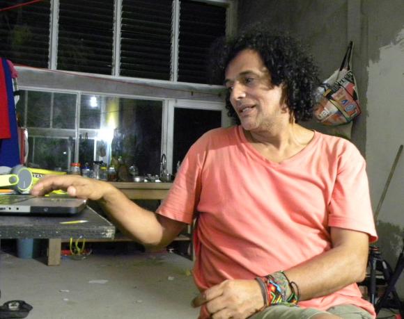Alirio cree que a la mayoría de la gente no le gusta la forma como se cuentan las historias y por eso siempre piensa siempre en cómo contarlas de forma divertida.