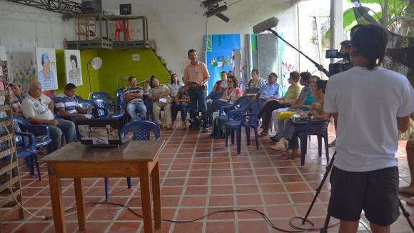 En la escuela se reunió la Comisión por la Vida del Agua de Belén de los Andaquíes. Imagen tomada de http://escuelaaudiovisualinfantil.blogspot.com/