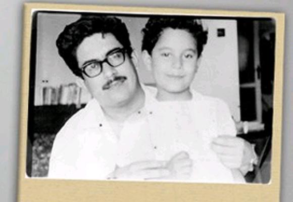 Iván Cepeda en brazoz de su papá Manuel Cepeda, hace más de 30 años.