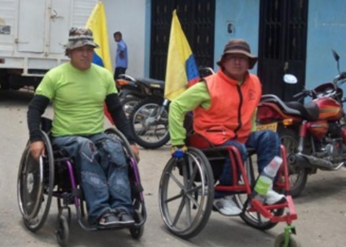 C mo es sobrevivir en una silla de ruedas las2orillas for Sillas para viejitos