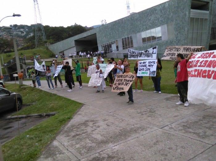 Los residentes de La Comuna 13 exigieron la libertad de Harol