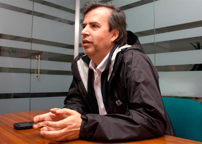 Alex Vernot se desmarca de Petro y va por la Alcaldía de Bogotá