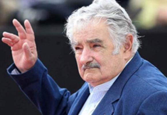 """Video: El gesto de """"Pepe"""" Mujica con un habitante de la calle"""