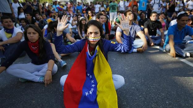 Las protestas solo pueden ser transmitidas a horas determinadas por el gobierno  y con un protocolo de presentación