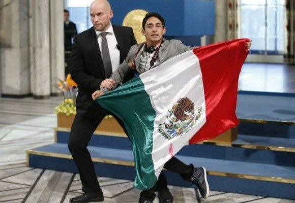 """""""Por favor Malala no te olvides de México"""" Adán Cortés"""