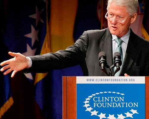 Bill Clinton y su fortuna hecha a punta de palabras