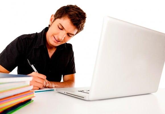 ¿Es sano trabajar y estudiar al mismo tiempo?