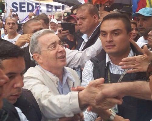 Uribe se lanzó a la calle a apoyar: