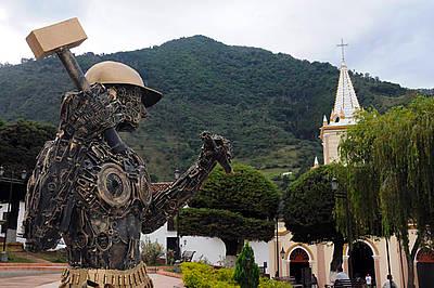 En la plaza de Municipio de Vetas no hay un prócer sino un minero. http://www.agenciadenoticias.unal.edu.co/ndetalle/article/habitantes-del-paramo-de-santurban-estan-invisibilizados.html