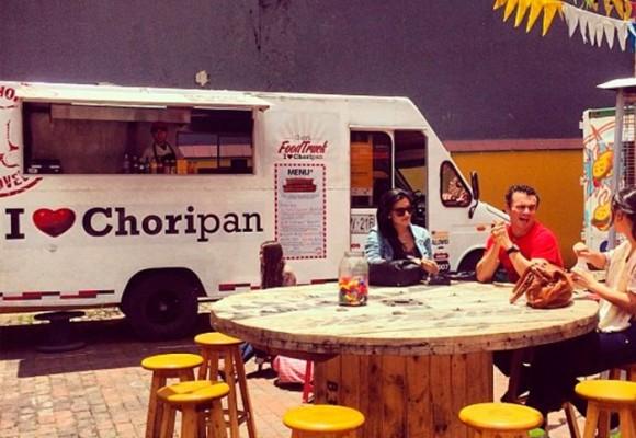 Los camiones de comida se mueven en Bogotá