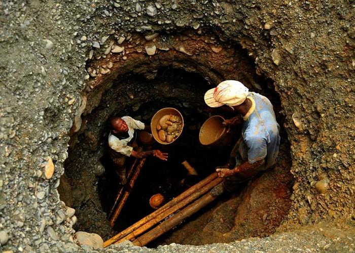 Bancarrota del oro: ilegalidad, contrabando, Bacrim