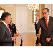 El regalo del embajador Carrillo a Santos