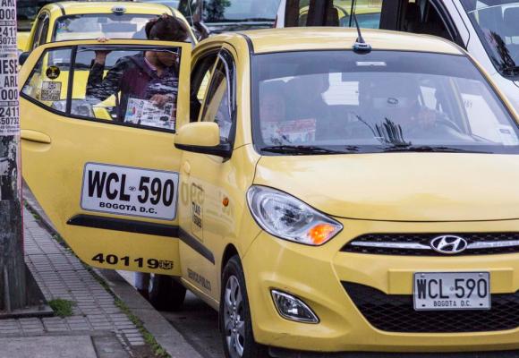 Día sin taxi pasó sin pena ni gloria en Bogotá