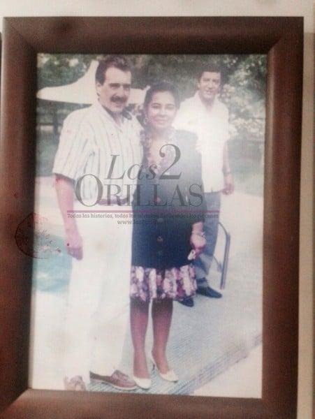 La foto con el expresidente Conservador Andrés Pastrana es una de sus preferidas por su afinidad con el partido que no ha abandonado a través de sus apoyos políticos. Campaña de Andrés Pastrana, 1997