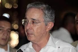Nuevo abucheo universitario contra Uribe