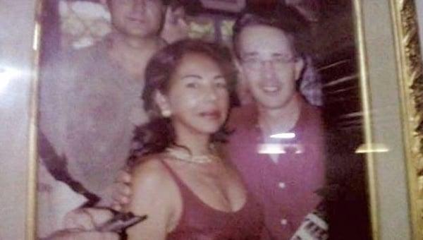 El expresidente Uribe ha reconocido el apoyo de La Gata con $100 millones a su campaña presidencial del 2012. Repitió para su reelección, momento en el que consiguió la prórroga del contrato del chance. Con ella y con su hijo Héctor Julio