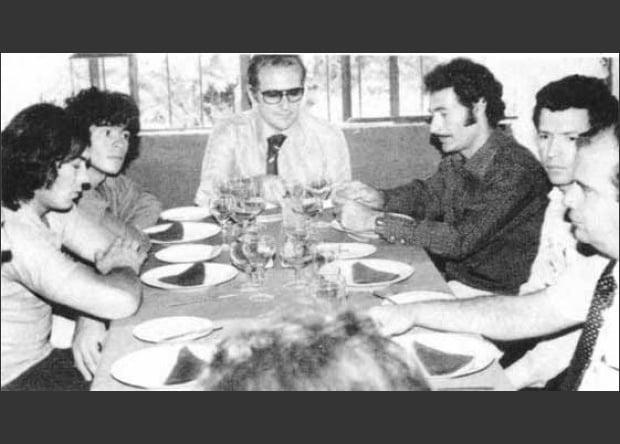 Maradona y Rodríguez Orejuela cuando el argentino iba a firmar para jugar con el América