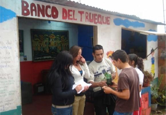 El banco de Ciudad Bolívar donde se saldan las deudas con abrazos