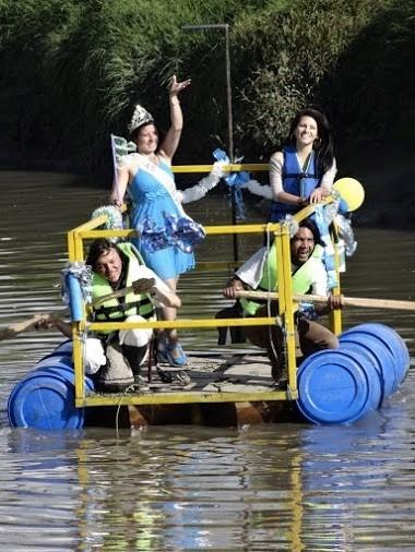El evento más esperado del año es el festival del Río, día en que la gente navega en balsas el Tunjuelo y elige su reina.