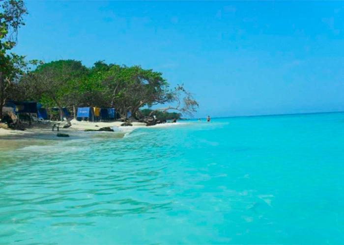 Policías cobraron 150 dólares a turistas por la entrada a Playa Blanca en Cartagena