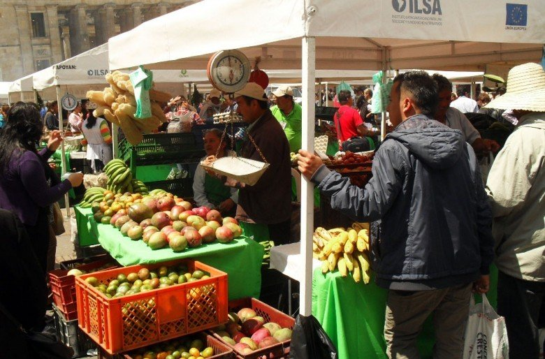 Mercados campesinos en plenas calles de la capital