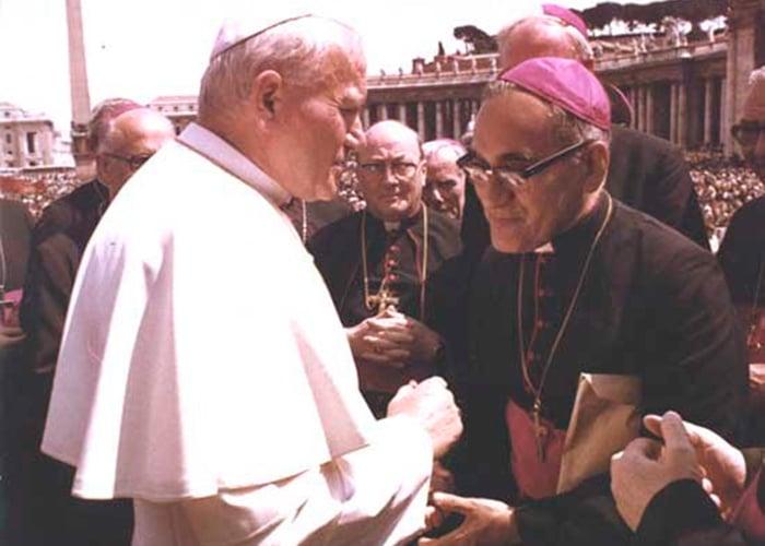 El día en que el Papa Juan Pablo II humilló a Monseñor Romero en el Vaticano