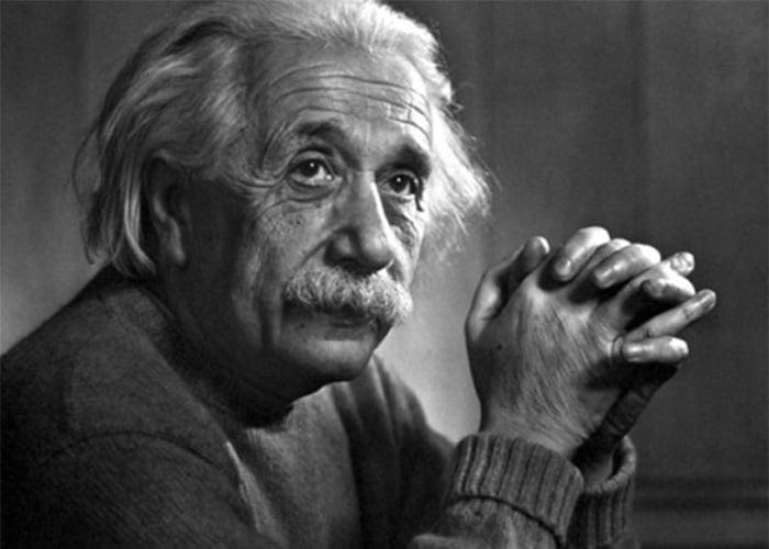"""""""Solo una bomba de amor puede salvar el mundo y la especie humana"""": Einstein"""