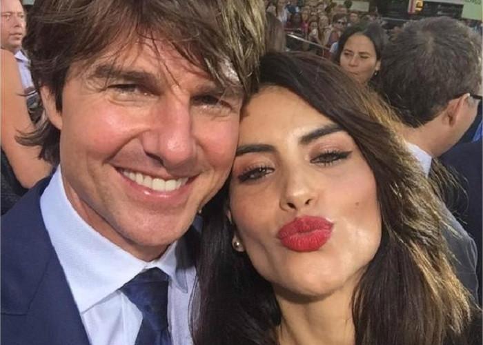 Tom Cruise tirándole los perros a Jessica Cediel