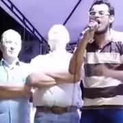 Video: se le subió a la tarima a Uribe y lo llamó paramilitar en la cara
