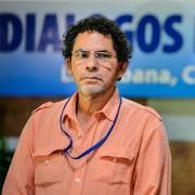 Pastor Alape detrás de los ocho nuevos delegados de las Farc en Cuba