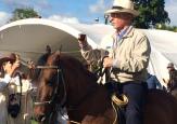 Uribe regresó a los caballos para recoger fondos para la campaña de octubre