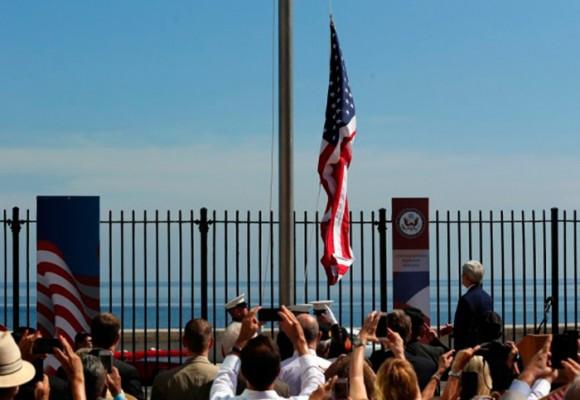 Video: John Kerry iza la bandera norteamericana en La Habana