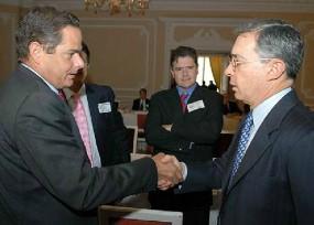 Uribe se acerca a la candidata de Kiko Gómez en La Guajira