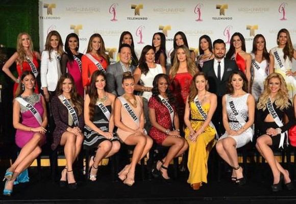 Cinco universitarios responden preguntas del reinado nacional de belleza