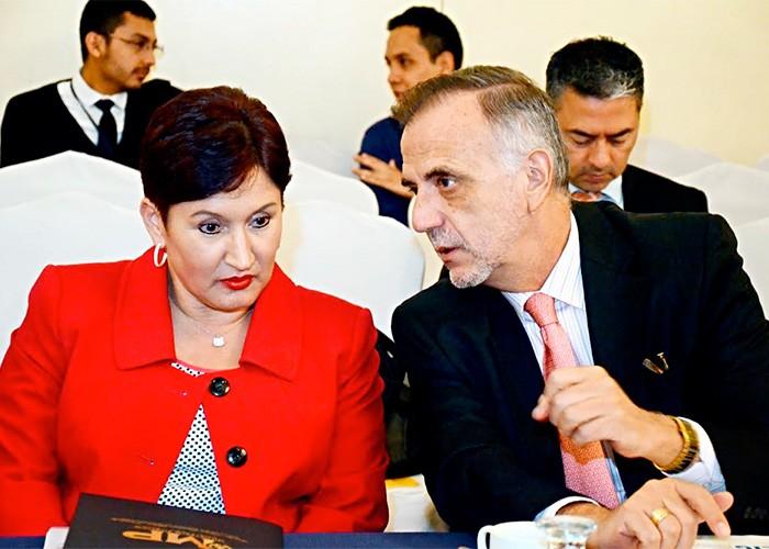 La fiscal general Thelma Aldana y el comisionado Iván Velásquez lideran la investigación contra el presidente Otto Pérez. Foto: Elperiodico.com.gt