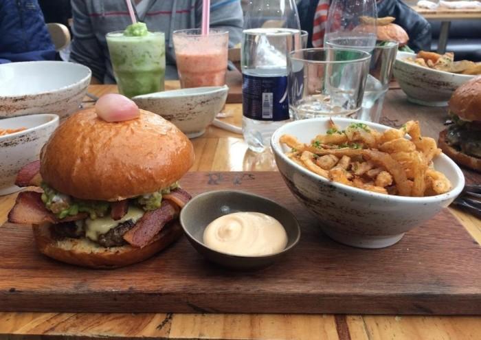 California Burger. Foto: Degusta.com