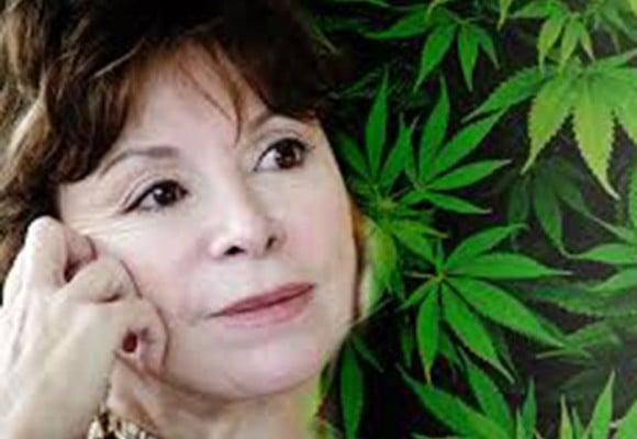 Una madre que le da marihuana a sus hijos