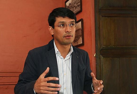 Las volteretas políticas de Camilo