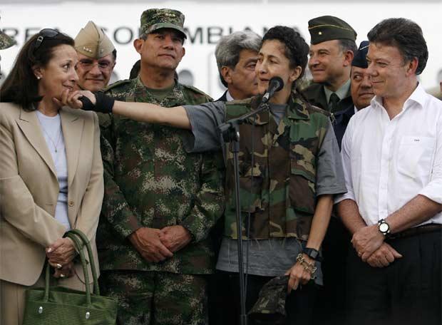El general Suárez fue el artífice de la operación Jaque pero le cedió el protagonismo al comandante Freddy Padilla de León y al entonces MinDefensa Juan Manuel Santos.