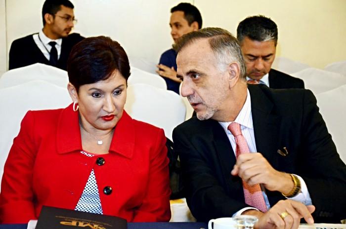 La fiscal general, Thelma Aldana y el dirigente de la Comisión Internacional Contra la Impunidad de Guatemala, Iván Velásquez llevaron a cabo la investigación sobre corrupción que detonó las multitudinarias manifestaciones