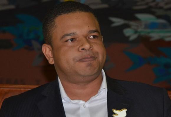 Con salarios de miseria y un sancocho, Yahir Acuña pone a los corresponsales de CM& y RCN a su servicio
