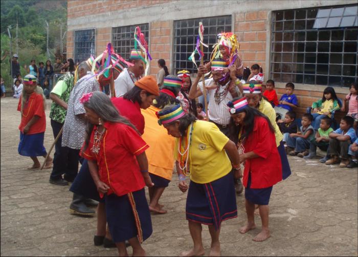 Los Emberá en una de sus danzas tradicionales