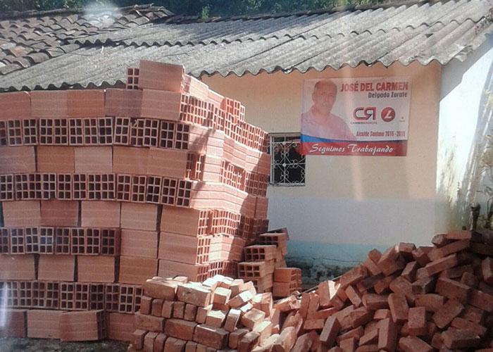 En Santana, Boyacá, pagan votos y cédulas con ladrillo y cemento