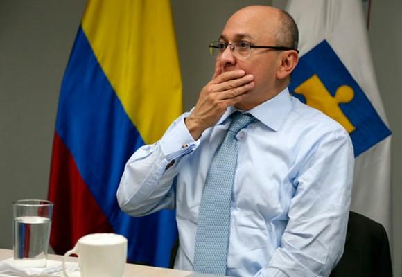En firme la embajada en Alemania para el fiscal Eduardo Montealegre. Los Uribistas buscan atajarlo