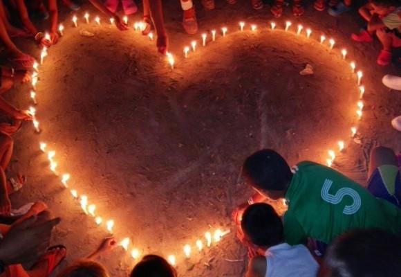 En memoria a las víctimas de Sucre