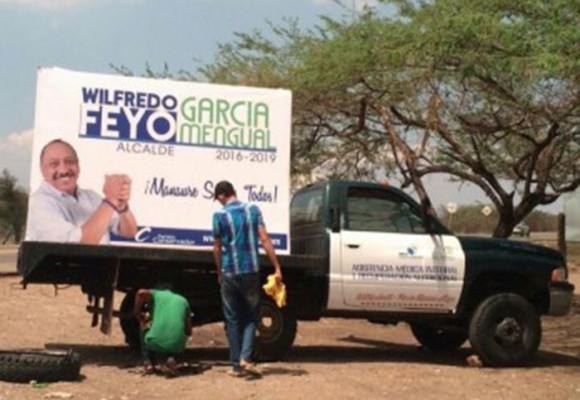 En Manaure usan carros de atención médica para publicidad