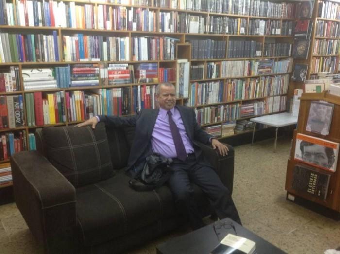 La obsesión por la investigación la compensa con la lectura de novelas y buenos textos de derecho
